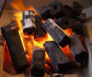 Огатан — японские угольные брикеты, сделанные из пресованных опилок
